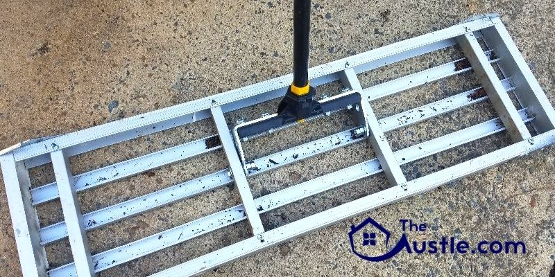 What To Keep in Mind When Making A Lawn Leveling Rake